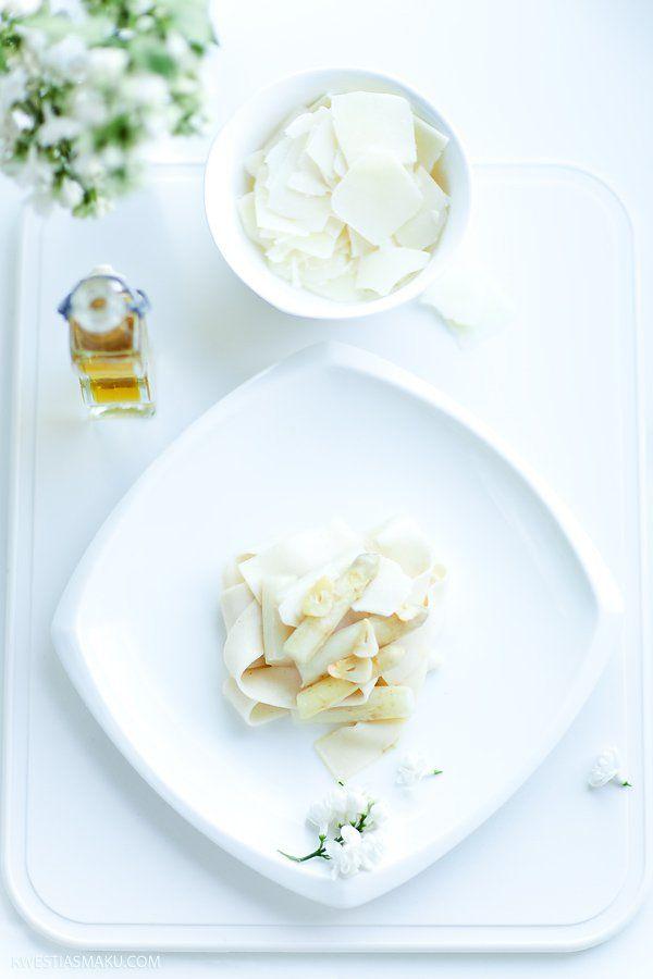 Makaron z białymi szparagami, oliwą truflową i serem Pecorino