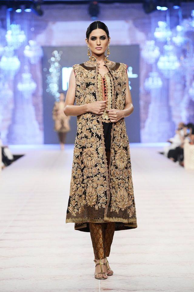 Shamaeel Ansari Collection PFDC L'Oréal Paris Bridal Week 14