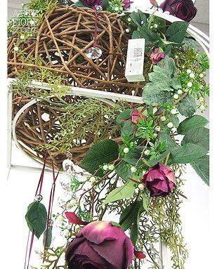 Composizione di fiori artificiali con Rose e Sfera di Giunco
