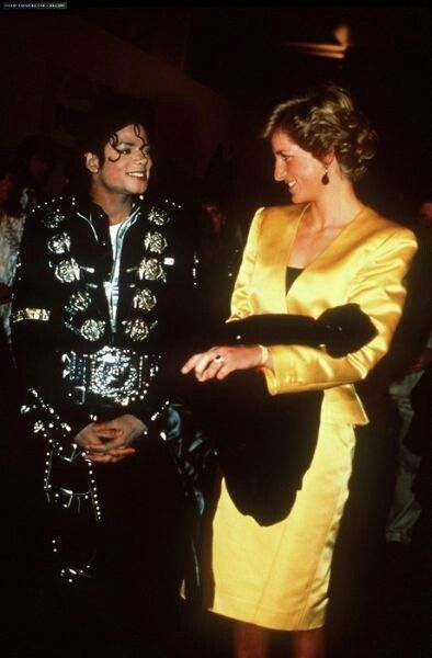 DIANA HAVING A HAPPY CONVERSATION WITH MICHAEL JACKSON............ccp