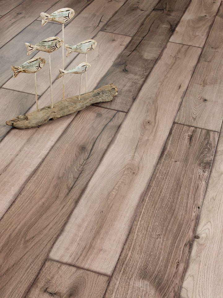Caracterul foarte expresiv al stejar rustic învechit conferă o eleganță atemporală oricărei încăperi a locuinței tale.