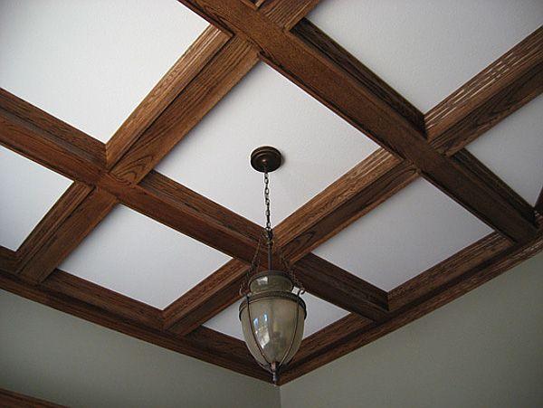 falsa estrutura de madeira no teto