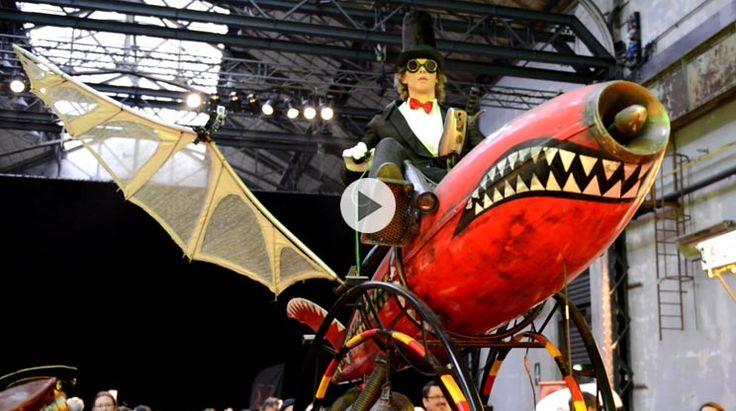 Die fahrenden Zeitmaschinen des niederländischen Abacus Theaters beim 2. Steampunk-Festival in der Jahrhunderthalle Bochum