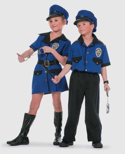 Meisjes politie kostuum. Leuk politie kostuum voor meisjes in de kleur blauw. Dit politie kostuum is in verschillende kindermaten beschikbaar. Het politie kostuum is exlusief accesoires en pet. Carnavalskleding 2015 #carnaval