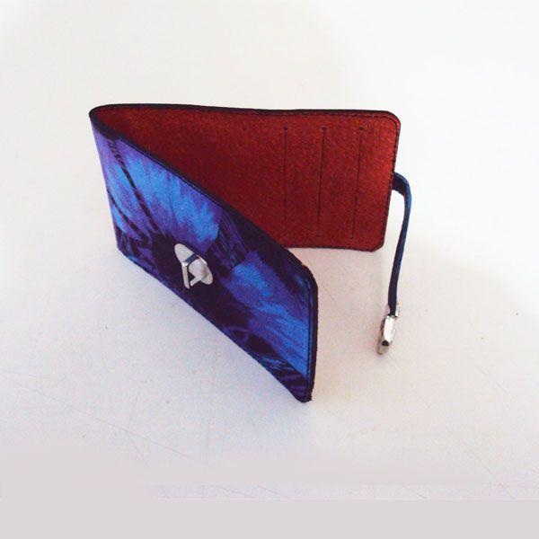 Ref: Tarjetero Material: Cuero – Pintado a mano Técnica: Batik Forro textil Medidas: 12cm x 7.5 cm  Producto hecho a mano http://www.monicatejada.co/
