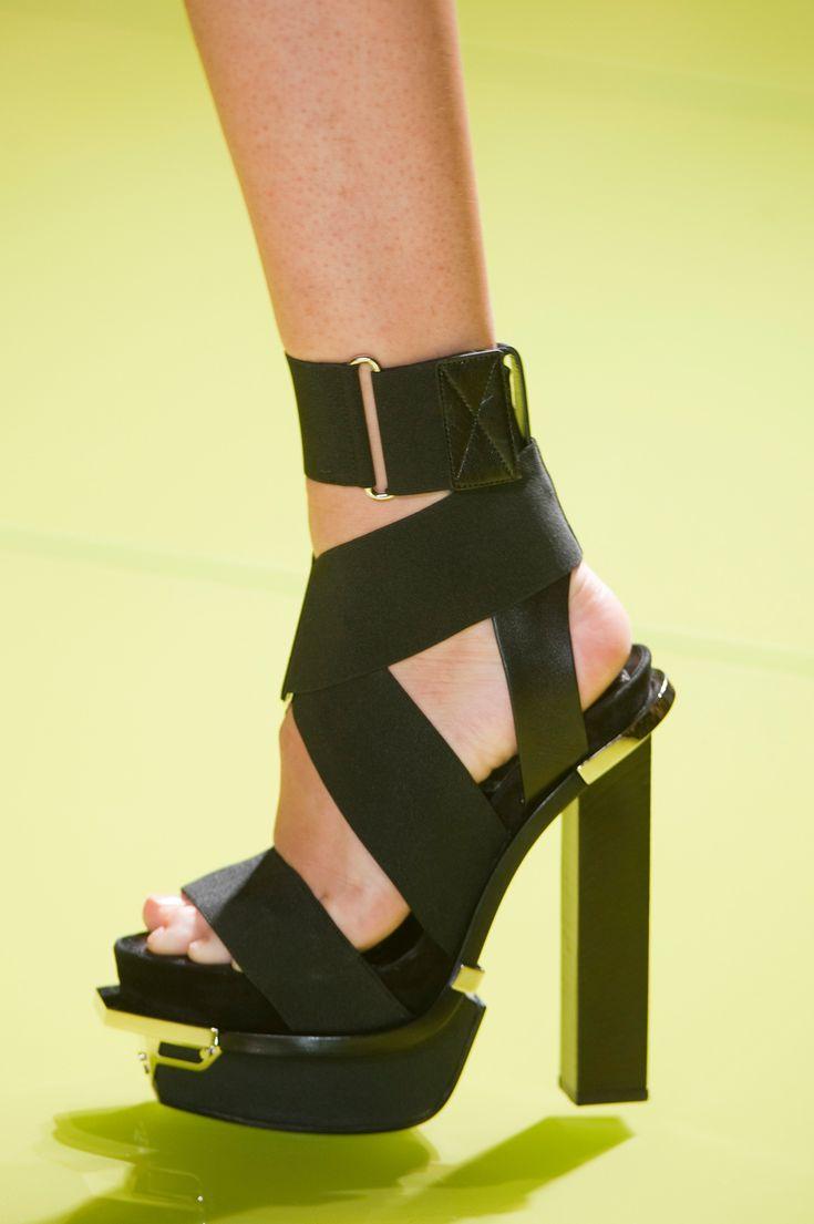 Buty na platformie z kolekcji Versace wiosna-lato 2014, fot. Imaxtree