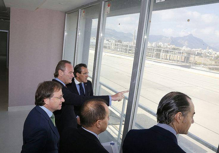 Con el presidente Fabra visitando el nuevo hospital comarcal de Gandia. Impresionante.
