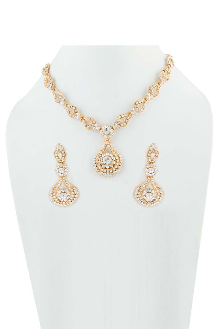 Or Collier clouté avec boucles d'oreilles Jhumka. Prix:-18,39 € Collier clouté cristal avec boucles d'oreilles Jhumka.  http://www.andaazfashion.fr/jewellery/necklace-sets/golden-studded-necklace-with-jhumka-earrings-80513.html