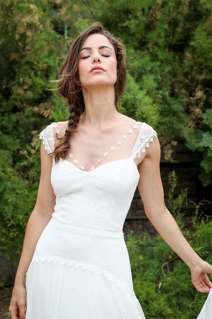 Les robes de mariée de Marie Laporte - Collection 2016 - Paris | Modèle: Antonia | Crédits: Marie Laporte | Donne-moi ta main - Blog mariage