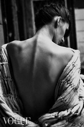 Collection of woolen women's clothing by Jana Mikešová #wool #fashion #macrame #dress #janamikesova #shooting #photo #vogue #italia #budapest https://www.facebook.com/JanaMikesovaFashionDesigner
