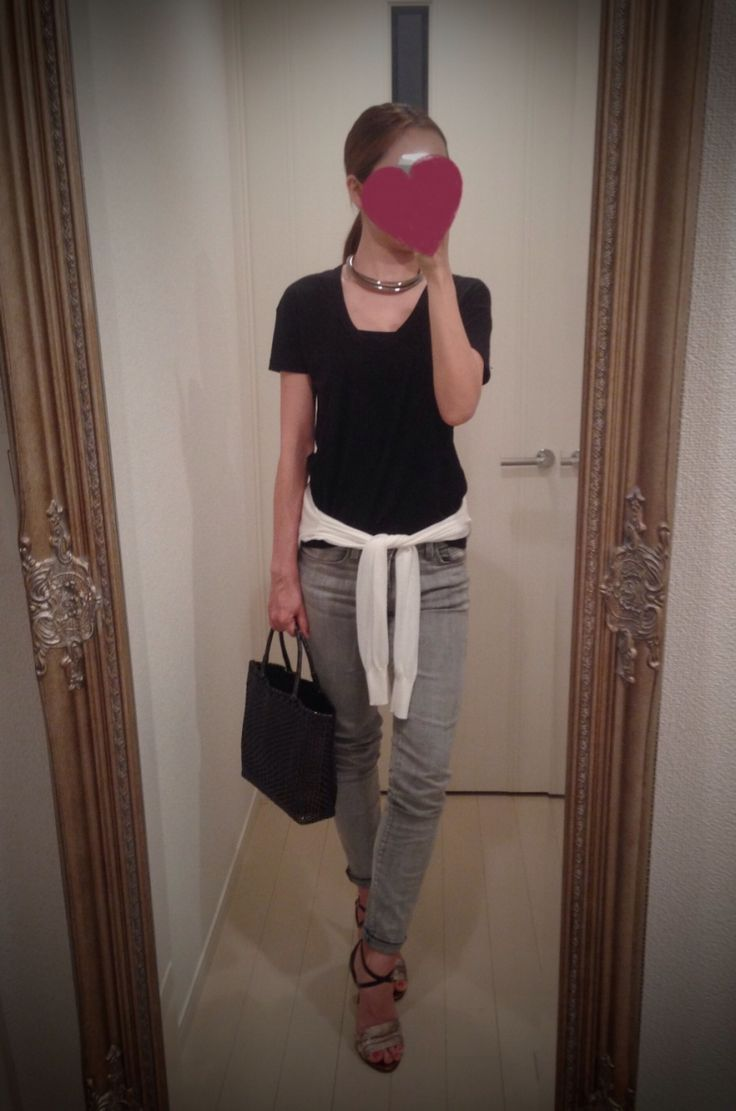 Black T shirt with white upper and gray jeans pants + black bag + silver heels - http://ameblo.jp/nyprtkifml