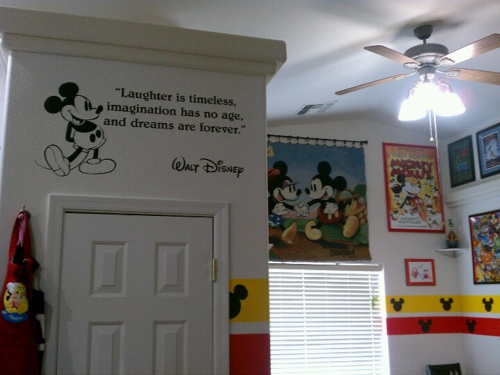 My disney dining room disney home decor pinterest for Decoration mickey chambre