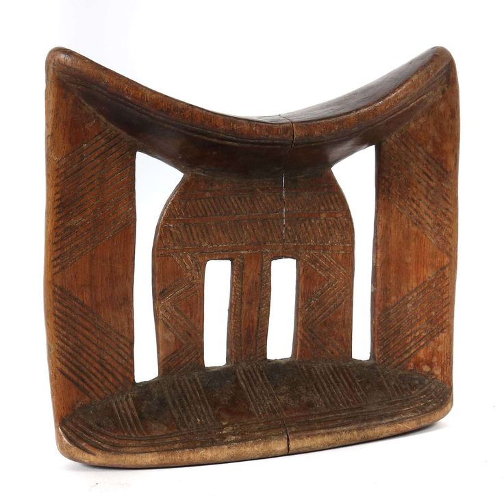 Head rest on pointed oval stand south Ethiopia, Tribe the Kabaata, with four elongated perforations carved of one piece wood, the buttresses flat and along with the stand with on both sides line decor, H: approximate 17 cm. A breakage