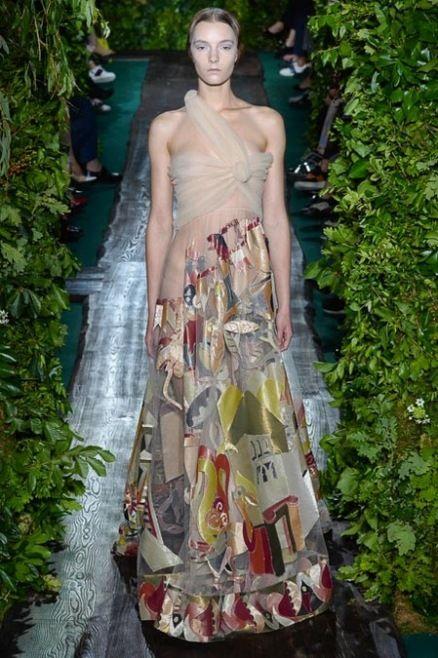 Valentino 2014 Couture Sonbahar Koleksiyonu - İtalyan moda tasarımcıları Maria Grazia Chiuri ve Pierpaolo Piccioli'nin Paris'teki Hôtel Salomon de Rothschild'de Valentino için tasarladıkları 2014 haute couture koleksiyonunu;