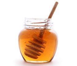 Er zijn een aantal ingrediënten die je haar op natuurlijke wijze een paar tinten lichter kunnen maken zonder het te beschadigen.