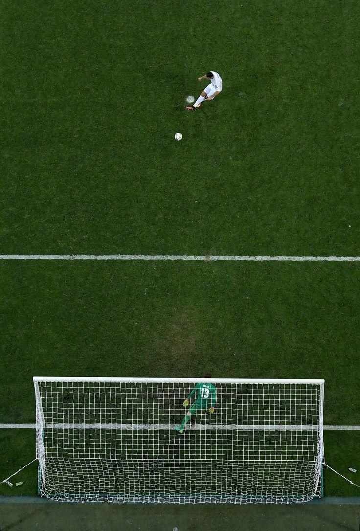 @RealMadrid El momento de la #Final cuando #CR7 ejecuta el penalti definitivo #9ine