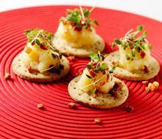 Æbleflæsk med timian og bacon - klik på billedet for at se mere... #karenvolf #digestive #opskrift #tapas #snack #fuldkorn