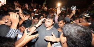 Majlis-e-Ittehadul Muslimeen (MIM) leader and city MLA Akbaruddin Owaisi was remanded to 14 days of judicial custody by the local magistrate in Nirmal town of Adilabad district on Wednesday... http://www.frontpageindia.com/head-line-two/akbaruddin-owaisi-remanded-to-two-weeks-judicial-custody-2/47220
