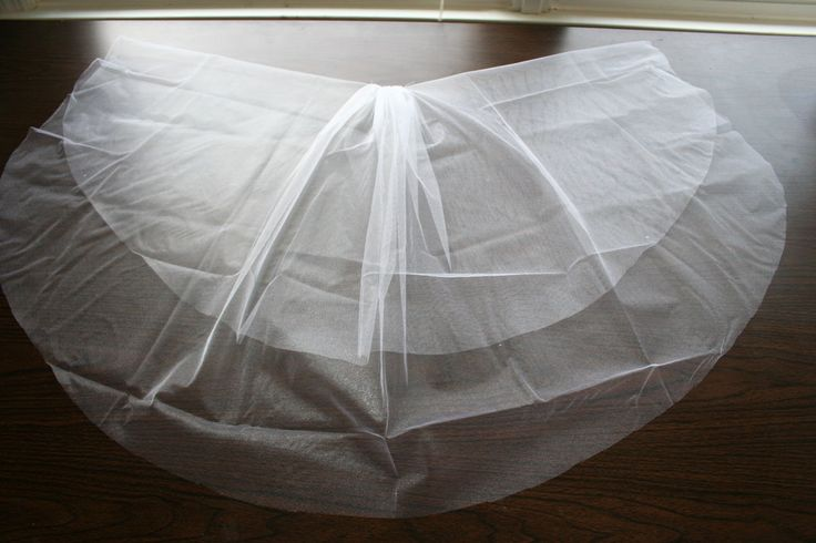 Make your own wedding veil (the best tutorial I've found online)