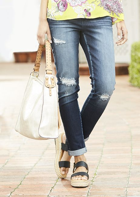 Be ready for anything with Signature Studio! These cuffed skinny jeans are the perfect addition to your casual wardrobe.