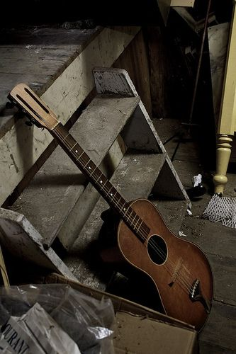 Old guitar, gotta have one hanging around for breaks