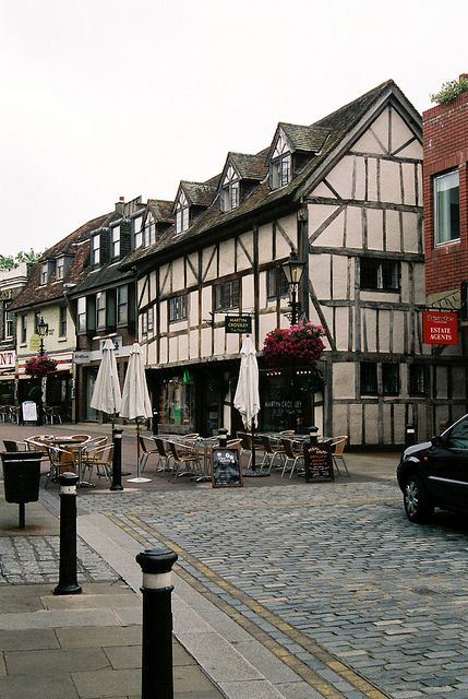 Windsor Village, is a town in the Royal Borough of Windsor and Maidenhead in Berkshire. It is widely known as the site of Windsor Castle.  The early history of the site is unknown, although the site may have been settled many years before the medieval castle was built as there is ample evidence of Anglo Saxon settlement in the area.