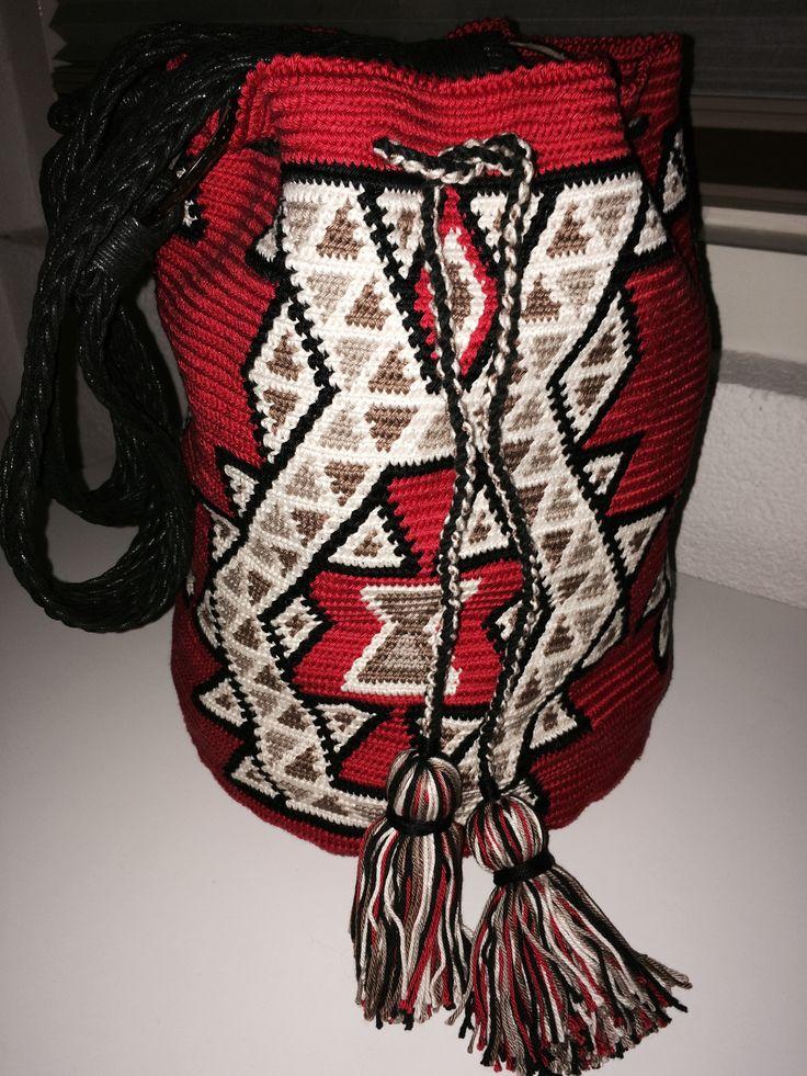 Mochila Wayuu, diseño original de las tribus Wayuu. Tejido por AlmaDesigns@