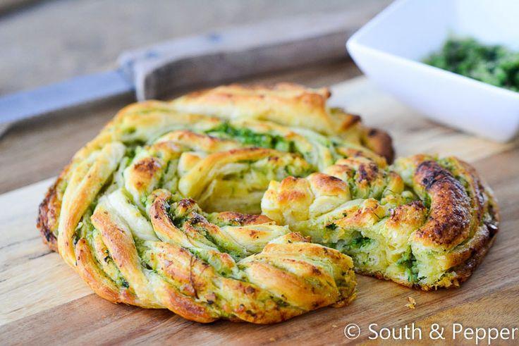 Dit basilicum-pestobroodje is ideaal als je zin hebt in lekkere comfort food. Je…
