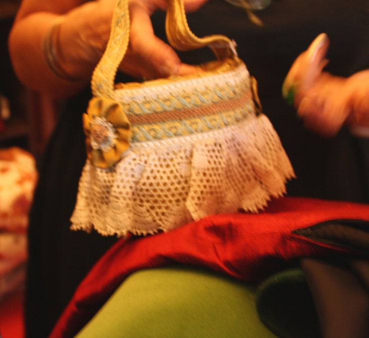 La nostra borsa preferita, a historical handmade piece! #handmade #vintage #dyi