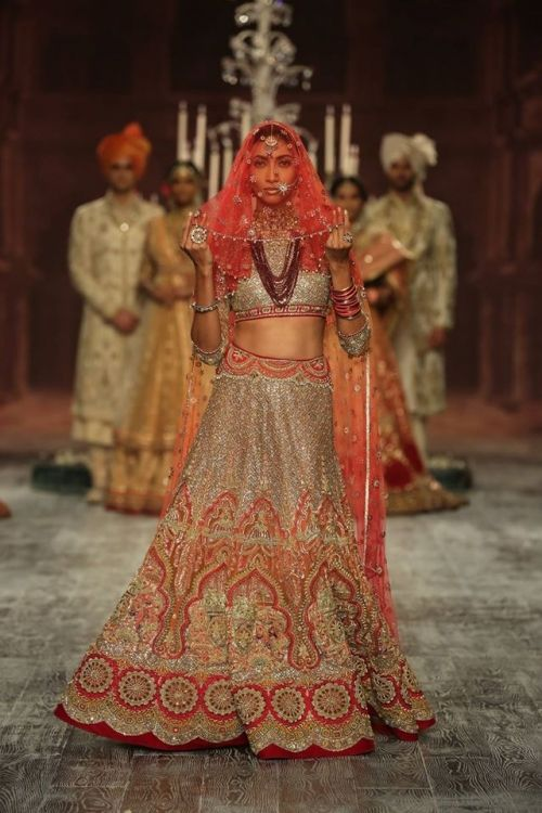Tarun Tahiliani at India Couture Week 2016 - Look 15