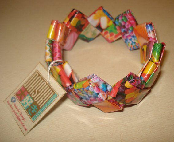 Pulsera de papel laminado. Para adquirir el producto: mailto:info@daisuki-design.com