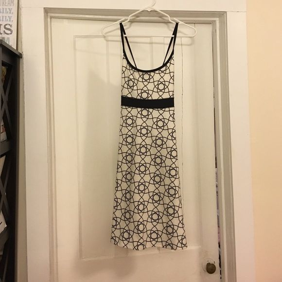 Flattering, cute, sporty dress Great dress for spring or summer! Really comfortable and super soft material.  Worn maybe a handful of times.  Very similar to Patagonia dresses Dresses