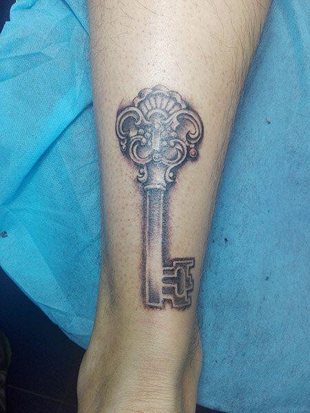 Tatuaje de llave realizado en nuestro centro de Montera de Madrid.    #tattoo #tattoos #tattooed #tattooing #tattooist #tattooart #tattooshop #tattoolife #tattooartist #tattoodesign #tattooedgirls #tattoosketch #tattooideas #tattoooftheday #tattooer #tattoogirl #tattooink #tattoolove #tattootime #tattooflash #tattooedgirl #tattooedmen #tattooaddict#tattoostudio #tattoolover #tattoolovers #tattooedwomen#tattooedlife #tattoostyle #tatuajes #tatuajesmadrid #ink #inktober #inktattoo