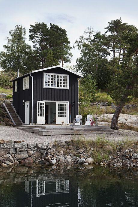Seaside cottage in Sweden | photo by Karin Foberg