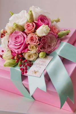 Gorgeous - gift wrap with fresh flowers