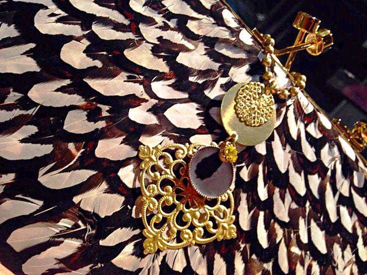 Natanè Planet Rhombus necklace on a #Vitussi bag.  #necklace #collane #colors #brown #bag #woman #fashion #style #outfit #swarovski #jewel #bijoux #crema #panna ##girl #natanè.