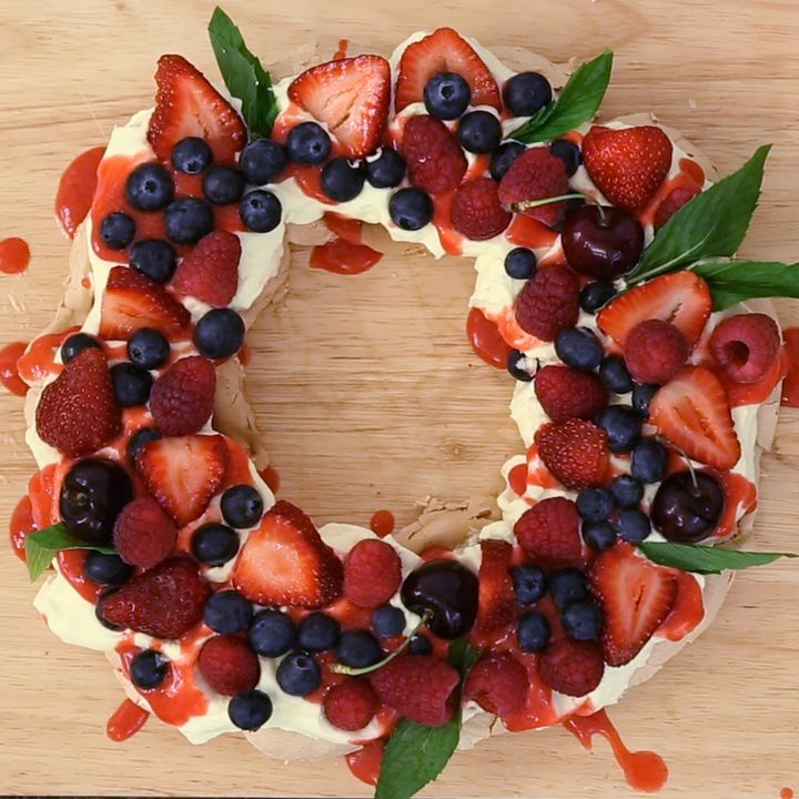 Berry Christmas Pavlova Wreath