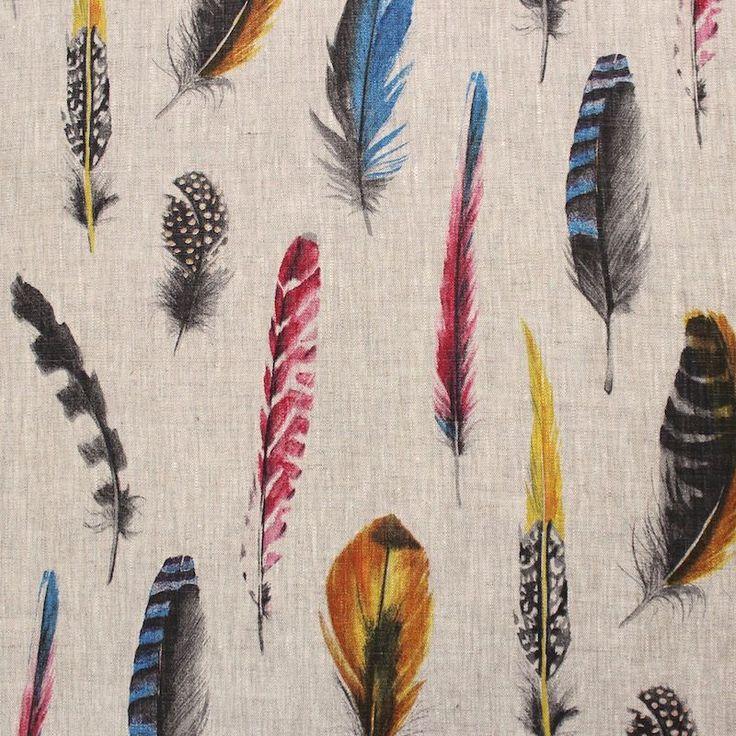 Linnen stof bedrukt met verschillende meerkleurige pluimen