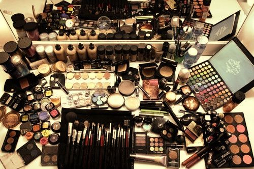 Muitos produtos de Maquilhagem OERTA para a minha Equipa Oriflame!  Ainda não és da minha Equipa?? Falamos por msg ou email anafreire@origold.pt  :)