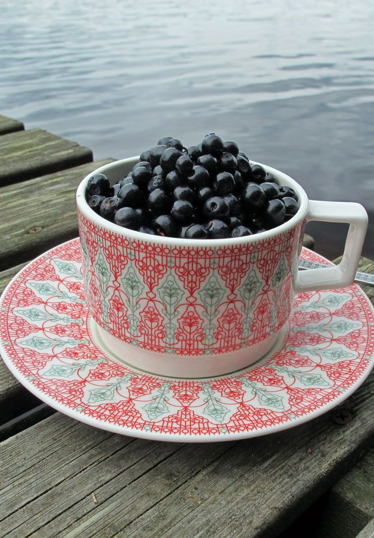Teacup / coffeecup, made by Vaja Finland in Finland, EU. Available in our webshop www.styleworkfinland.fi #styleworkfinland #vajafinland #cup #blueberry