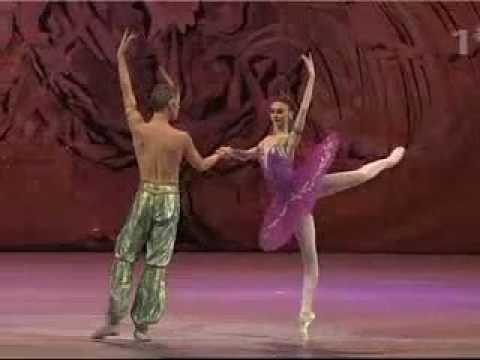Le Corsaire - Svetlana Zakharova & Igor Zelensky dancing the 'Pas de Deux'.  St Petersburg 300 Years Gala 2003.