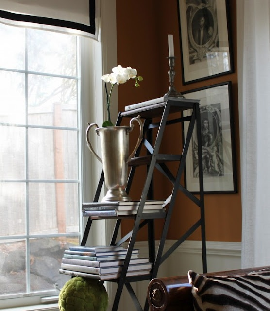 Nice mix of objects.Decor, Ideas, Tg Interiors, Ladders, Displayvignett Inspiration, Interiors Design, Tables Display, Painting Colors, Black