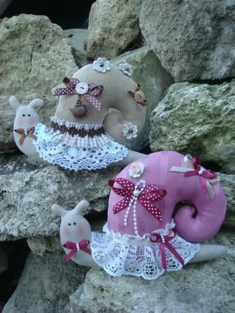 Snails are an interior Tilda dolls. They can be used as a wonderful decoration, a charming present and a stylish item of decor. These dolls are so cute that no one will stay indifferent once he or she gets them.     These are handmade items. http://dianaplus.eu/snails-p-6807.html