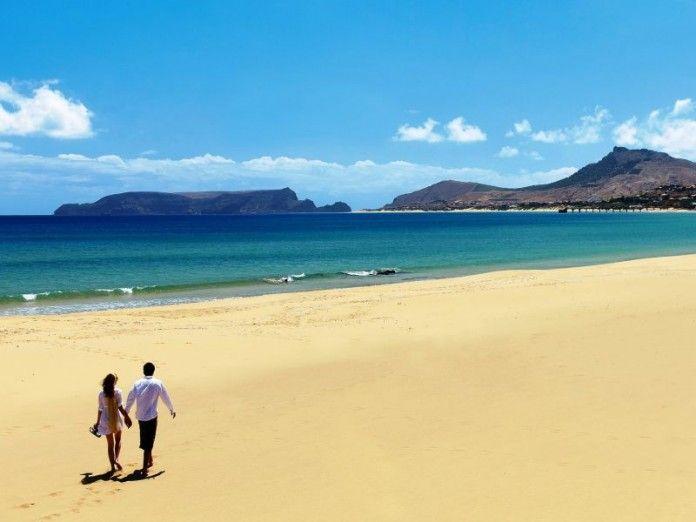 Porto Santo nordöstlich von Madeira zählt noch zu den Geheimtipps in Portugal. Ihr schönstes Wahrzeichen ist neun Kilometer lang, goldgelb und aus feinstem Sand: Ein Strand, der alle Südseeklischees erfüllt.