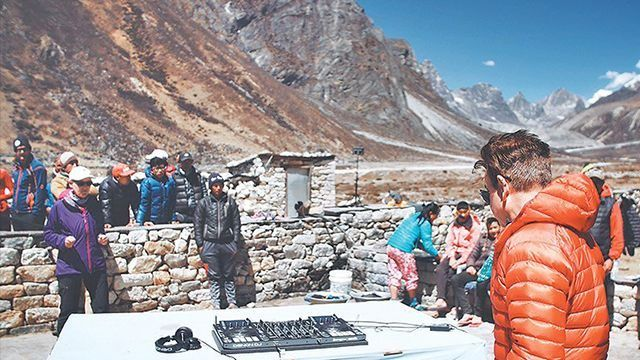 DJ-party-in-Everest-base-camp