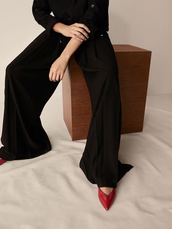 Los zapatos de mujer más sofisticados en Massimo Dutti. Descubra la colección AW17: botines de piel, zapatos de vestir, botas xl, mules y sandalias de tacón