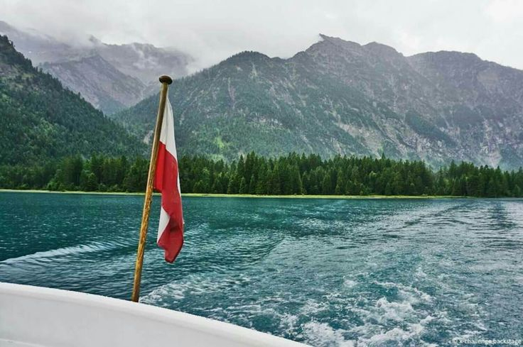 Der Heiterwanger See in der Tiroler Zugspitz Arena. Hier könnt ihr eine Bootstour machen, Tretboot fahren, Angeln und auch Schwimmen. Außerdem gibt es eine Minigolfanlage und Spielplätze. Ein See mit tolles Atmosphäre. #xchallengebackstage #discoverthemountains #xchallenge #lovetirol #xchallengegoestirol #tirolerzugspitzarena #xcotdxliffdivingtirolerzugspitzarena