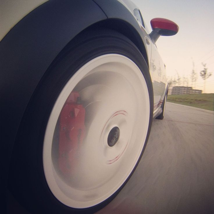 Rollin! OZ Racing Superturismo alloys plus Brembo 4-piston calipers.