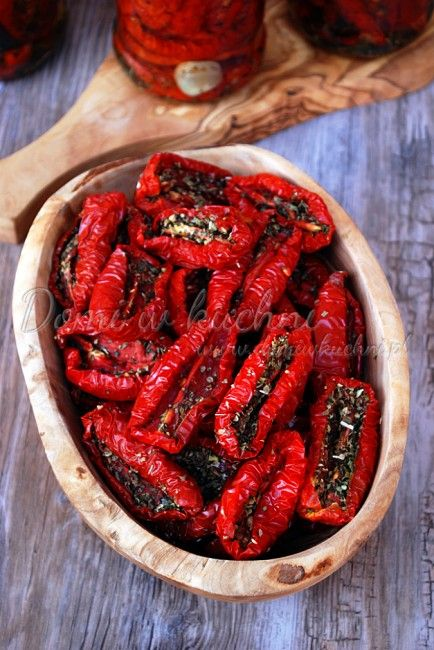 Pomidory suszone - zachowane słońce. http://womanmax.pl/pomidory-suszone-zachowane-slonce/