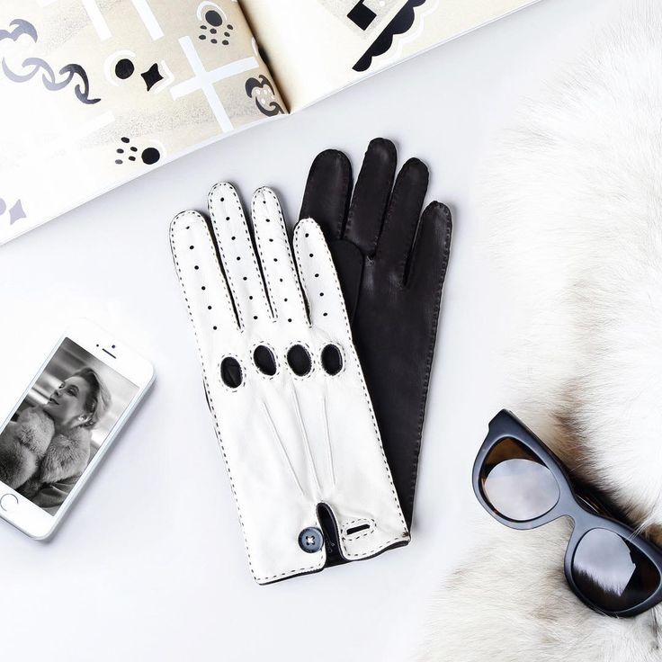 Keep it simple! #blackandwhite  Check more styles on our web (link in bio).